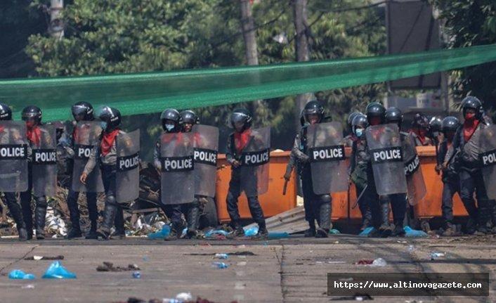 Hindistan'a sığınan Myanmarlı polisler, göstericileri öldürmeye zorlanacakları için kaçtıklarını söyledi