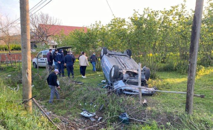 Çarşamba'da devrilen otomobilin sürücüsü yaralandı