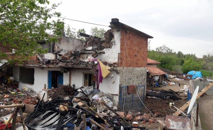 Vezirköprü'de yangın çıkan ev zarar gördü