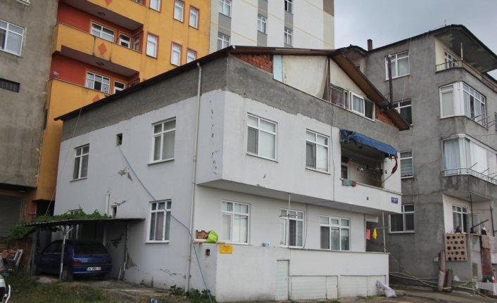 Samsun'da çatıdan düşen 2 kişi ağır yaralandı