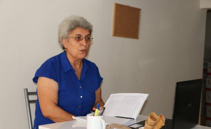25 yıldır dondurma üretimi yapan Nayle Koç, mesleği diğer kadınlara da öğretmek için kurs veriyor