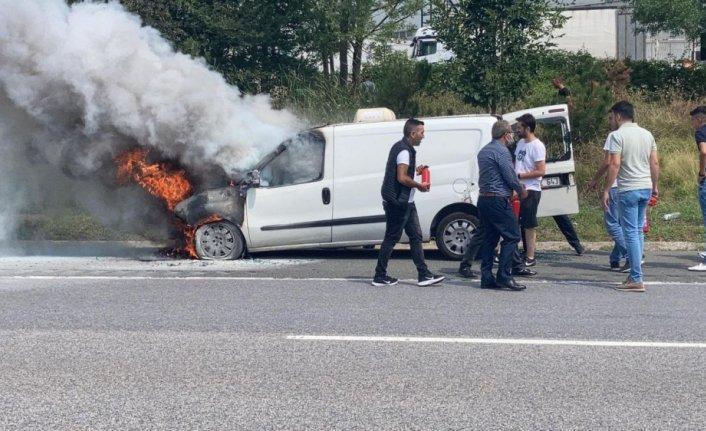 Anadolu Otoyolu'nda yanan hafif ticari araç kullanılamaz hale geldi