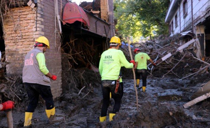 ANDA arama kurtarma ekipleri yangından çıkıp sel felaketine yetişti