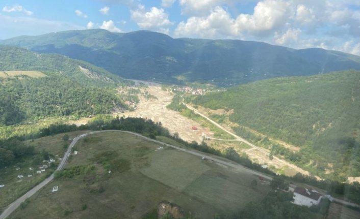 Ayancık'ta selde mahsur kalan aile TSK'ya ait helikopterle tahliye edildi