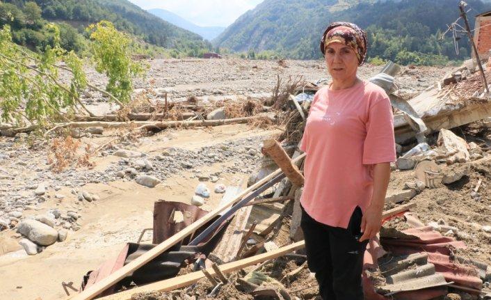 Babaçay köyündeki selden kurtulanlar hem komşularını hem evlerini kaybetmenin üzüntüsünü yaşıyorlar