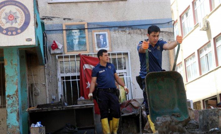 Bozkurt'ta afetzedelerin ihtiyaçları sosyal marketten karşılanıyor