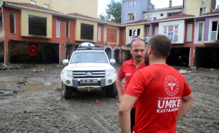 Bozkurt'taki sel bölgesine ilk giden sağlık ekipleri 17 kişiyi kurtardı