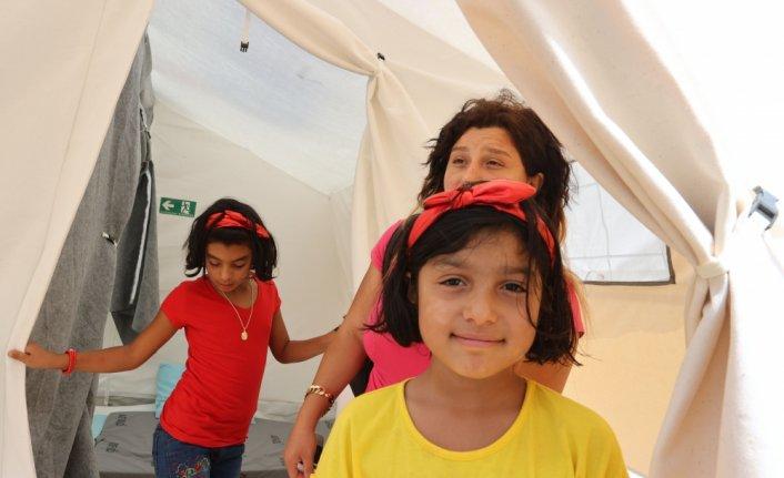 Bozkurt'taki sel felaketinden etkilenen anne çadır kentte çocuklarıyla yaralarını sarmaya çalışıyor