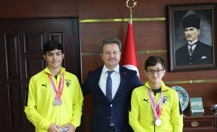 Giresun Valisi Ünlü, şampiyon yüzücüleri tebrik etti