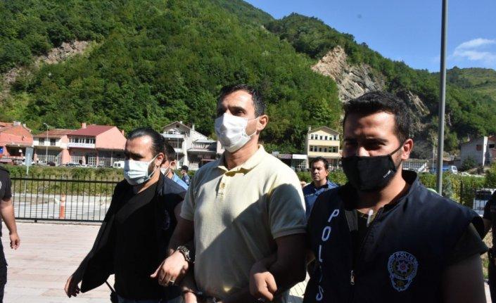 Kastamonu'daki sel felaketinde yıkılan bir bina nedeniyle gözaltına alınan müteahhit adliyeye sevk edildi