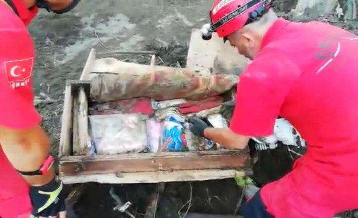 Kastamonu'daki selde hayatını kaybeden genç kızın çeyiz sandığındaki ziynet eşyaları teslim edildi