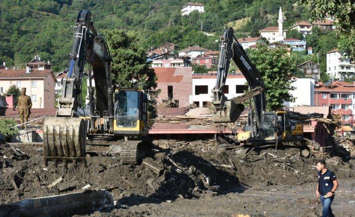 Kastamonu'nun Bozkurt ilçesindeki arama kurtarma ve enkaz kaldırma çalışmaları aralıksız sürüyor