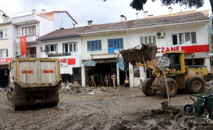 Sel felaketinin yaşandığı Bozkurt'ta enkaz kaldırma ve temizlik çalışmaları devam ediyor