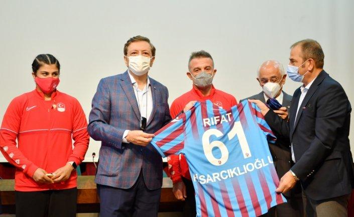 TOBB Başkanı Hisarcıklıoğlu, Olimpiyat şampiyonu Busenaz Sürmeneli'yi kutladı