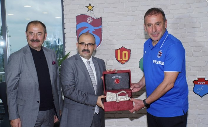 Trabzon Valisi Ustaoğlu'ndan Trabzonspor'a ziyaret