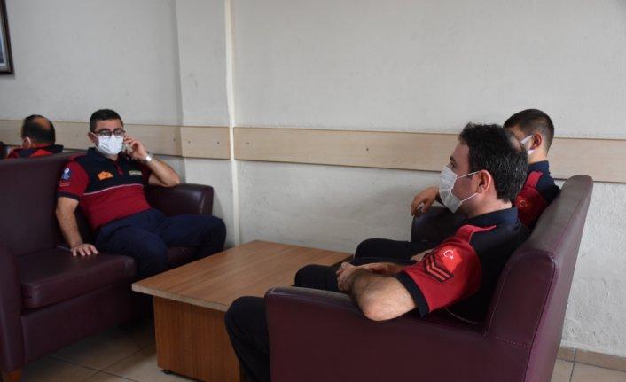 Antalya'daki orman yangınlarında görev alan itfaiyeci, yöre halkının ilgisini unutamıyor