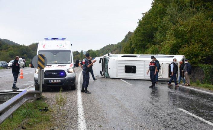 Bartın'da işçi servisinin devrildiği kazada 11 kişi yaralandı