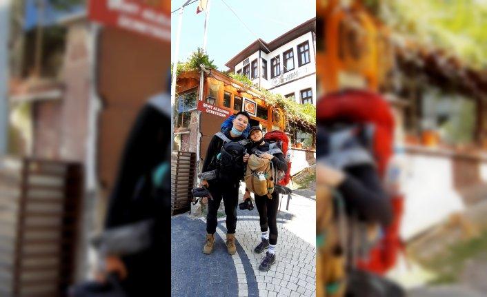 Bisikletle dünya turu yapan Çinli turistler Mudurnu'da mola verdi