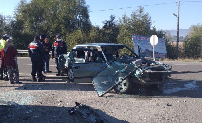 Bolu'da iki otomobilin çarpıştığı kazada 1 kişi yaralandı