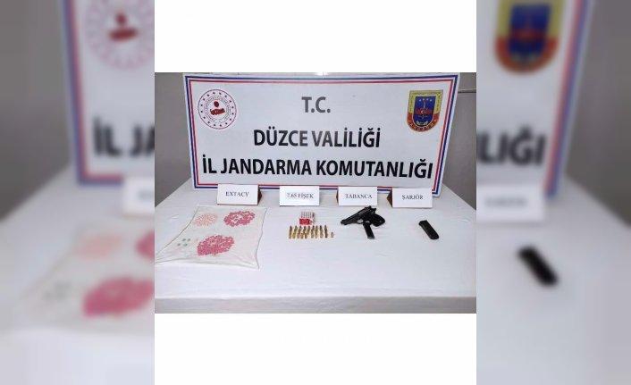 Düzce'de evinde uyuşturucu bulunan şüpheli gözaltına alındı