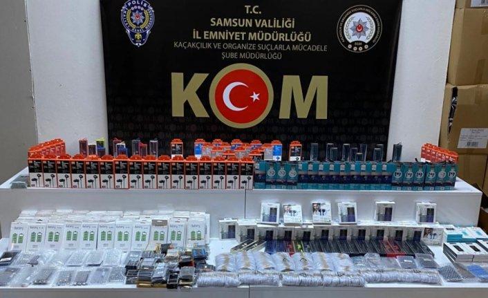 Samsun'da 1997 faturasız cep telefonu aksesuarı ele geçirildi