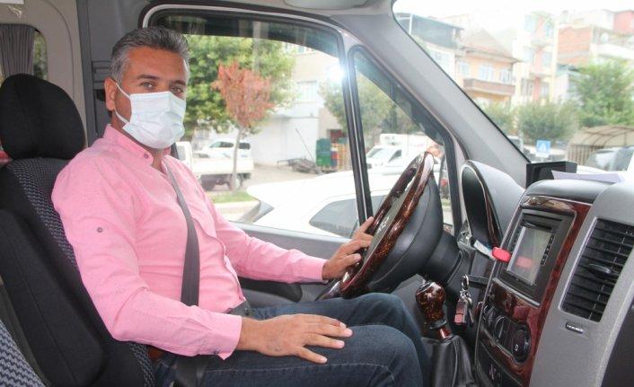 Servis şoförü, satın aldığı minibüste bulduğu bileziği sahibine ulaştırdı