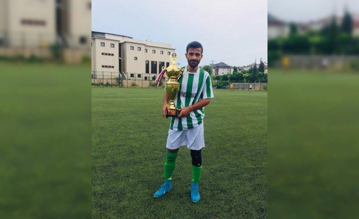Bartın'da otomobiliyle tıra çarpan amatör futbolcu yaşamını yitirdi