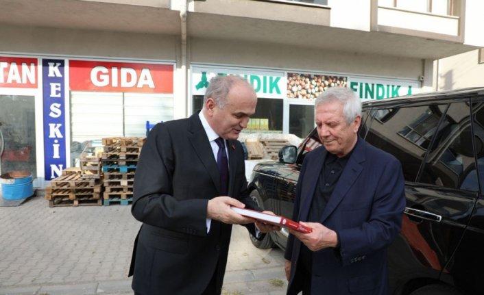 Fenerbahçe'nin eski başkanı Aziz Yıldırım, Düzce'de isminin verildiği bulvarı gezdi