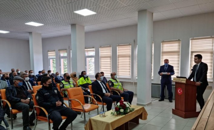 Ladik'te öğrenci servis sürücülerine eğitim verildi