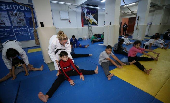Olimpiyatlarda tarihe geçen Hülya Şenyurt, geleceğin şampiyonlarını yetiştiriyor