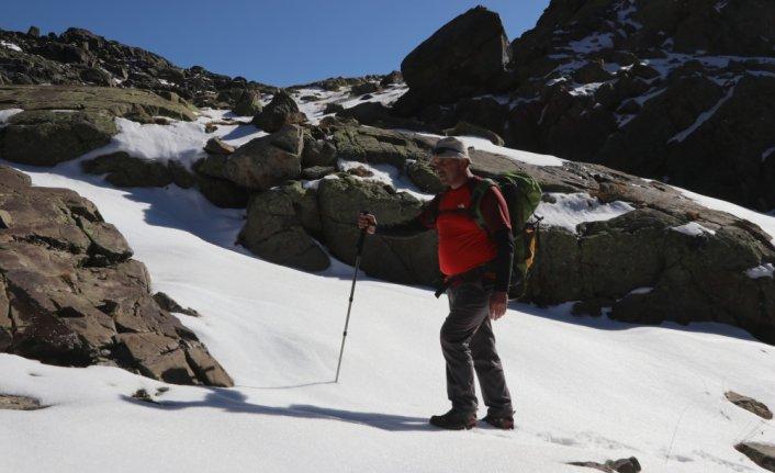 Rize'de sağlık çalışanları ve dağcılar buzul gölüne tırmandı