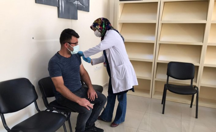 Suluova'da mobil aşı birimi yüksekokul öğrencilerinin hizmetine sunuldu