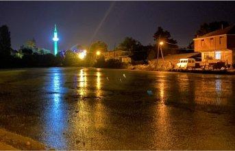 Caminin gece görüntüsü görenleri büyülüyor