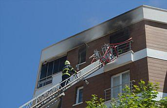 Amasya'da apartman dairesinde çıkan yangında 8 kişi dumandan etkilendi