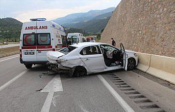 Amasya'da kamyonet ile otomobil çarpıştı: 3 ölü, 2 yaralı