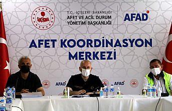 Bakan Karaismailoğlu, Kastamonu'da sel bölgesinde incelemelerde bulundu: