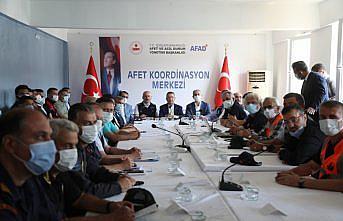 Cumhurbaşkanı Yardımcısı Oktay, sel felaketi yaşanan Ayancık'ta açıklamalarda bulundu: (1)