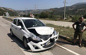 Karabük'te 2 otomobilin çarpıştığı kazada 5 kişi yaralandı