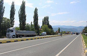 Kastamonu'da tırın dorsesine çarpan hafif ticari aracın sürücüsü öldü