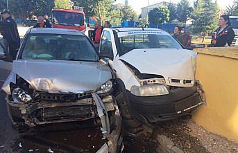 Amasya'da pikap ile otomobil çarpıştı: 2 yaralı
