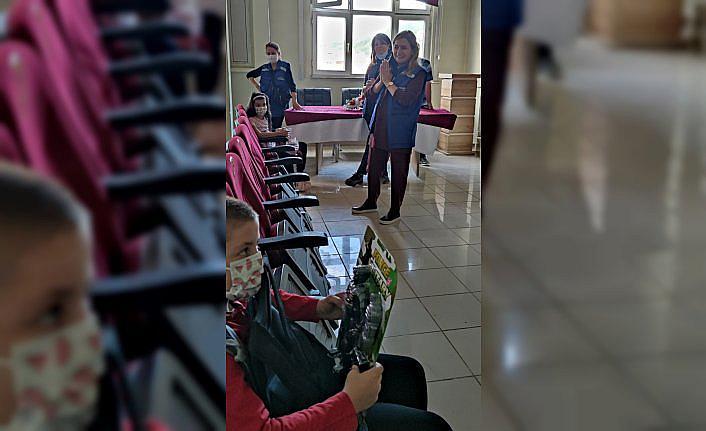 Ankara Üniversitesi gönüllüleri Bozkurt'ta çocukları yalnız bırakmadı
