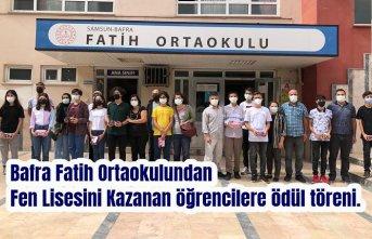 Bafra Fatih Ortaokulundan Fen Lisesini Kazanan öğrencilere ödül töreni.