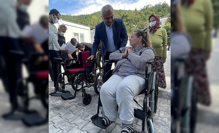 Engelli selzedeye akülü tekerlekli sandalye hediye edildi