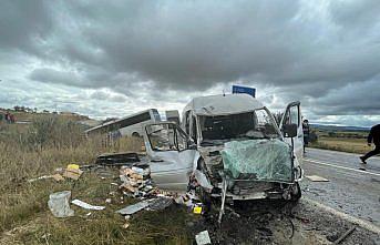 Kastamonu'da yolcu otobüsü ile minibüs çarpıştı, 8 kişi yaralandı