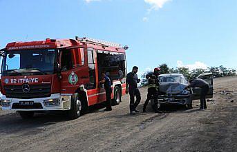 Samsun'da iki aracın çarpıştığı kazada biri hamile 2 kadın yaralandı
