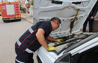 Amasya'da otomobilin motor kısmına sıkışan kediyi itfaiye kurtardı
