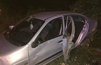 Çarşamba'da otomobilin refüje çarptığı kazada 2 kişi yaralandı