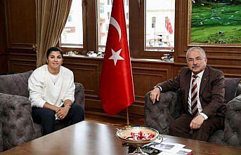 Olimpiyat şampiyonu boksör Busenaz Sürmeneli, Ordu'da altınla ödüllendirildi