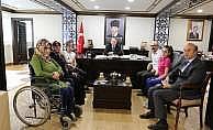Vali Doğanay, engelli üç kız kardeşi kabul etti