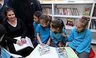 Görme engelli üniversite öğrencisinden köy okuluna kütüphane